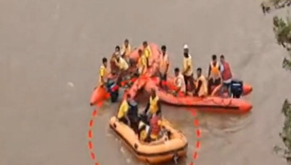 नेता येण्यापुर्वीच कार्यकर्त्याने मारली कृष्णा नदीत उडी अन्...