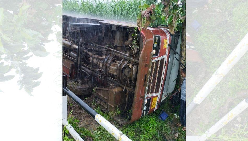 गुजरात-बडोदा मालेगाव बसचा अपघात; ७ प्रवासी किरकोळ जखमी