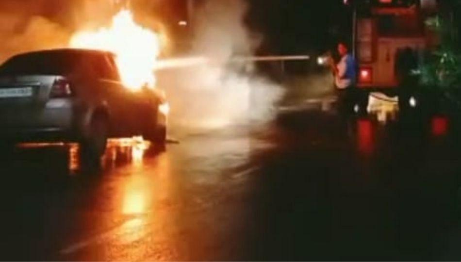 नागरिकांनी अनुभवला Burning Car चा थरार
