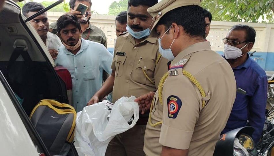 Breaking Beed : करुणा मुंडेंच्या गाडीत आढळली पिस्तूल! पोलिसांनी घेतले ताब्यात
