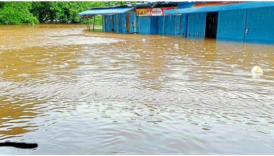 माखजन बाजारपेठ पाण्याखाली; रत्नागिरीत एनडीआरएफचे पथक दाखल