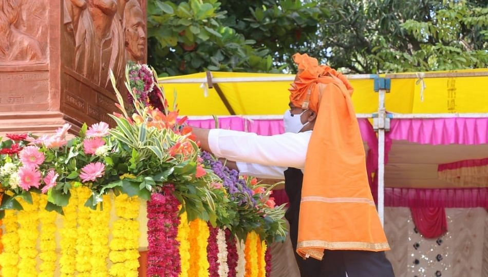 मराठवाडा मुक्तीसंग्राम दिन; धनंजय मुंडेंनी केलं हुतात्म्यांना अभिवादन