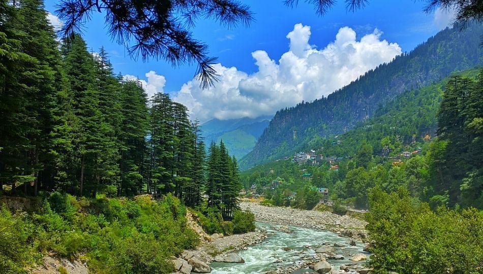 Travel: भारतात एक्सप्लोर करण्यासाठी 5 सर्वोत्तम हिल स्टेशन्स-