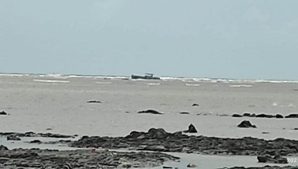 वसईच्या भुईगाव समुद्रात संशयास्पद बोट; सुरक्षा यंत्रणांना सतर्कतेचे आदेश