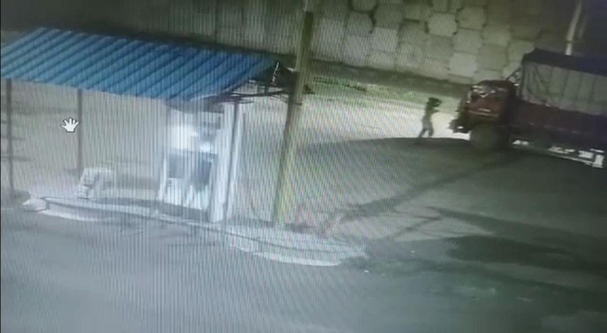 पेट्रोल पंपावर ट्रक लुटीचा प्रयत्न; थरार सीसीटीव्हीमध्ये कैद