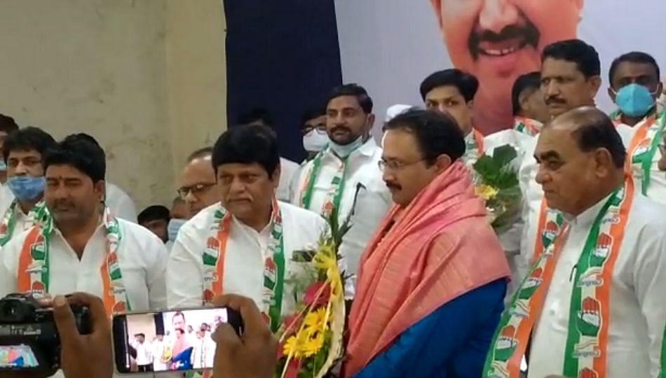Breaking Solapur : काँग्रेस जिल्हाध्यक्ष धवलसिंह मोहिते पाटलांसह 12 जणांवर गुन्हे दाखल