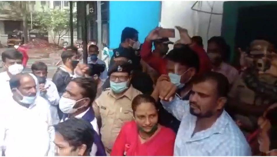 Sakinaka Rape Case: राजावाडी रूग्णालयाबाहेर भीम आर्मीची निदर्शने