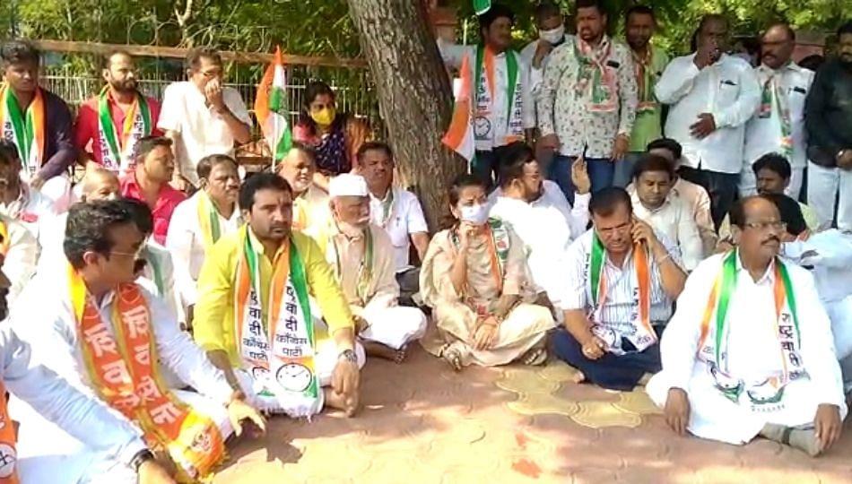 Solapur: आ. प्रणिती शिंदेंच्या नेतृत्वात मविआकडून महाराष्ट्र बंदला सुरुवात