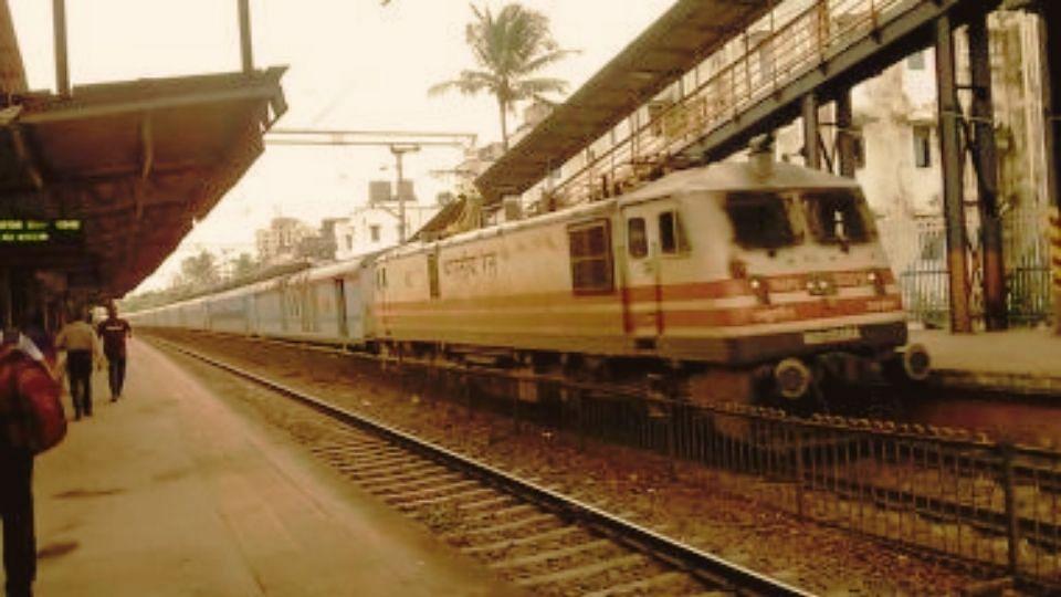 सुसाइड नोटमध्ये पंतप्रधानांचा उल्लेख: १६ वर्षीय युवकानं धावत्या ट्रेनसमोर मारली उडी