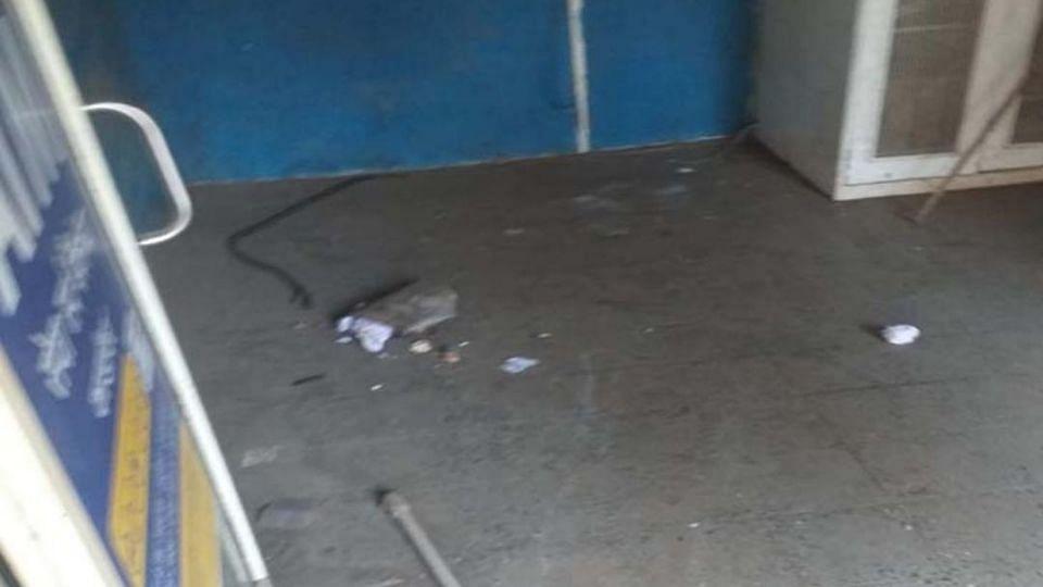 चक्क चोरट्यांनी एटीएम मशीनच पळविले.. जळगाव रोडवरील घटना
