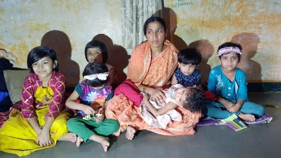 वंशाच्या दिव्यासाठी 6 मुलींना जन्म देणाऱ्या महिलेला पतीने सोडले वाऱ्यावर
