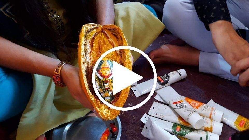 नाराळाच्या करवंटीवर साकारली अमरजाई देवी, पाहा व्हिडिओ