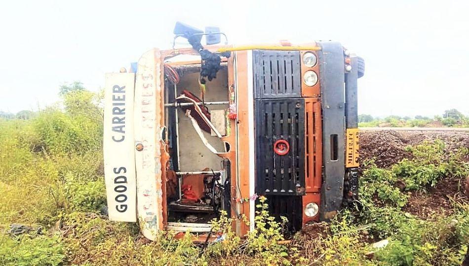 ट्रकवरील ताबा सुटल्याने चालकाचा मृत्यू