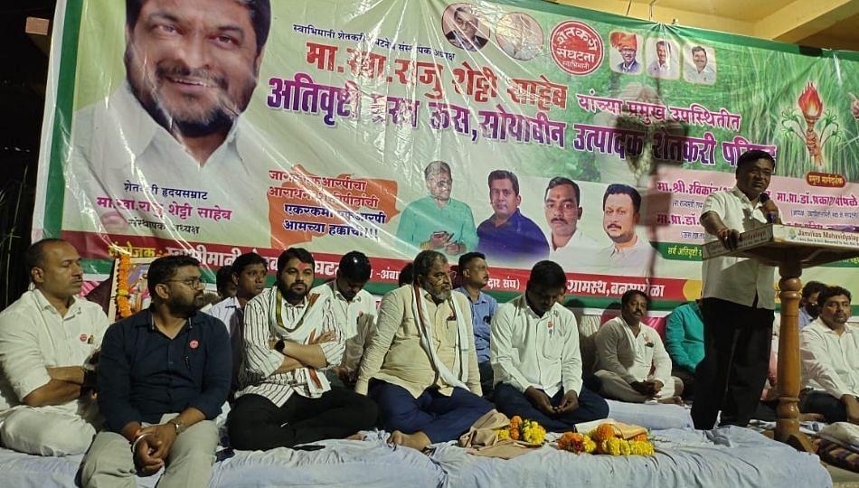 Beed : राज्य आणि केंद्र सरकार शेतकऱ्यांसोबत वैऱ्यासारखे वागत आहे : राजू शेट्टी