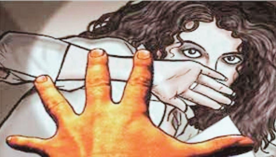 धक्कादायक! 20 वर्षीय तरुणीवर धावत्या ट्रेनमध्येच बलात्कार, चौघांना अटक