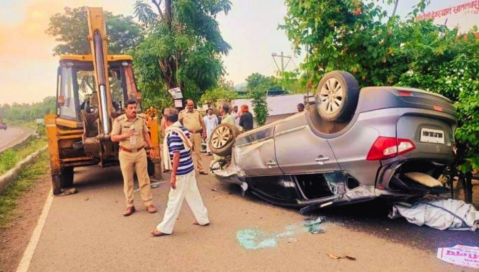 Accident: खड्डा चुकविण्याच्या नादात भीषण अपघात; बहीण- भावासह 4 ठार