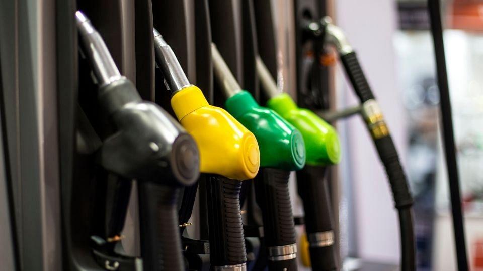 सर्वसामान्य नागरिकांना मोठा झटका! पेट्रोल डिझेलने गाठला उच्चांक