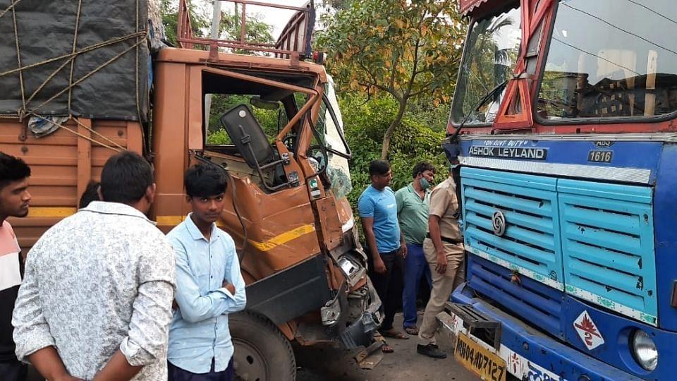 आरसीएफ कॉलनीत ट्रकची समोरासमोर धडक; एक जखमी