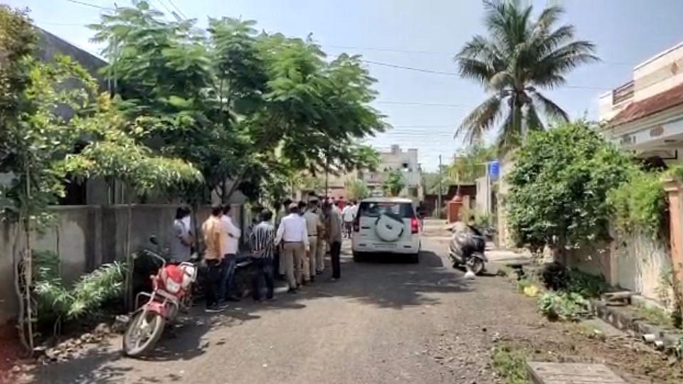 Solapur: डोक्यात दगड घालून आईचा निर्घृण खून; मुलगा फरार