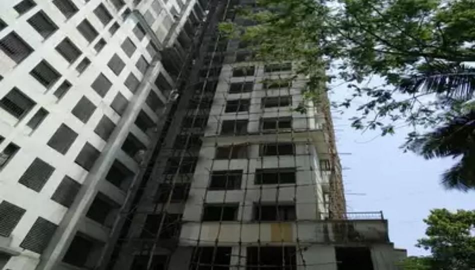 नागपूरात 245 इमारती धोकादायक; 139 इमारतींमध्ये नागरिकांचा वावर