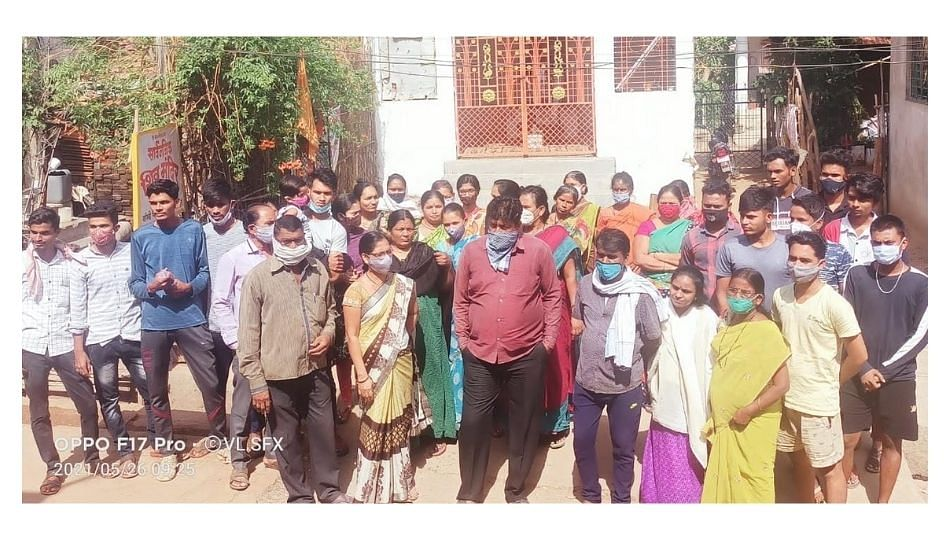 चंद्रपुरात चक्क दारू विक्रेत्याच्या घरीच नागरिकांचा हल्लाबोल