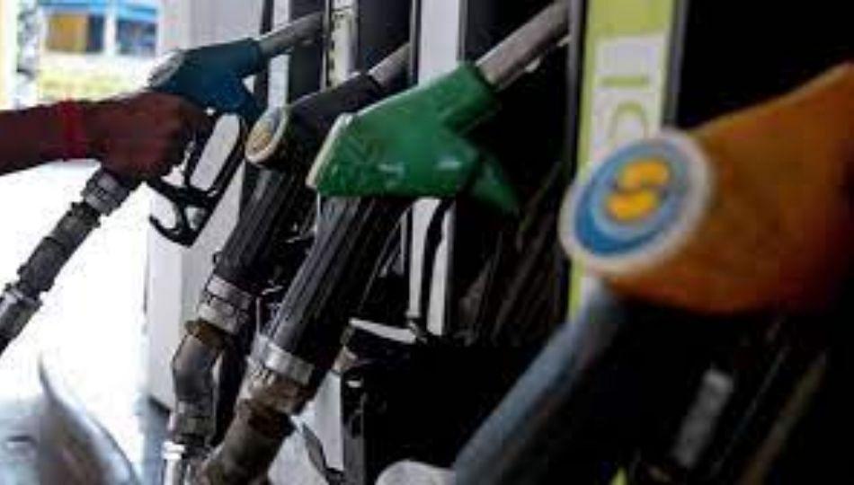 आयुष्य लॉक , पेट्रोल दरवाढ अनलॉक