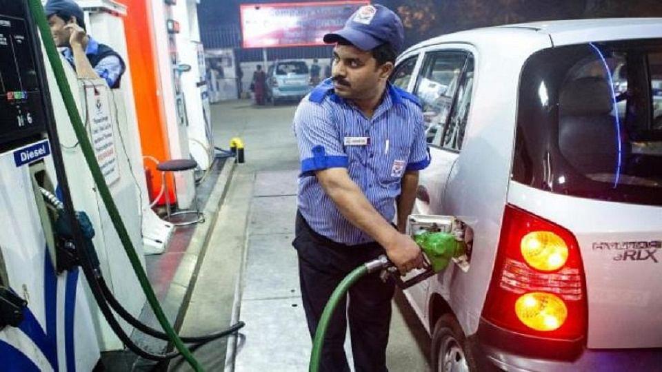 Petrol-diesel price hike | पेट्रोल डिझेलच्य़ा किंमती पुन्हा वाढल्या, वाचता कसे असतील नवे दर?
