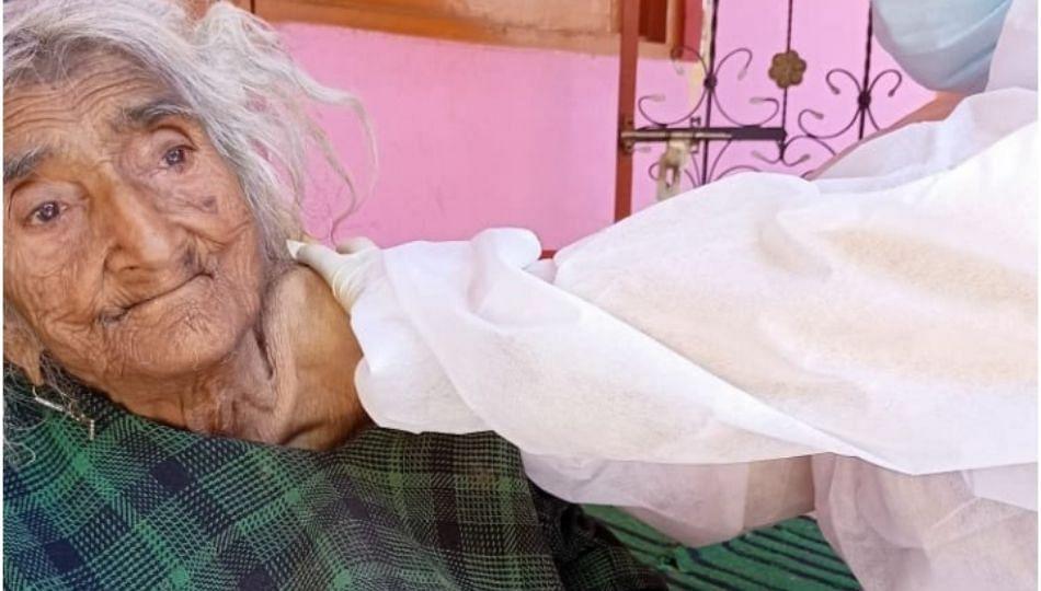 १२४ वर्षांच्या आजीनं घेतली कोरोनाची लस