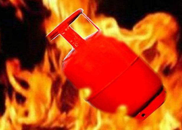 गॅस वापरताय तर या गोष्टींची काळजी घ्यायलाच हवी! नाहीतर तुमच्यासोबतही ही घटना घडू शकते...