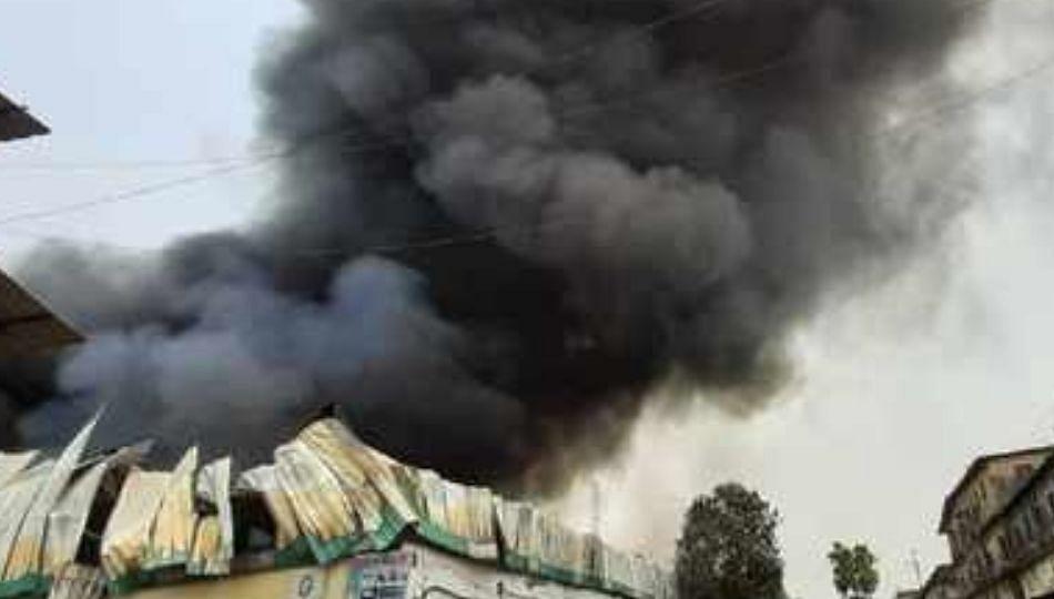 भिवंडीत ब्रशच्या गोदामाला भीषण आग.. ( पहा व्हिडिओ )