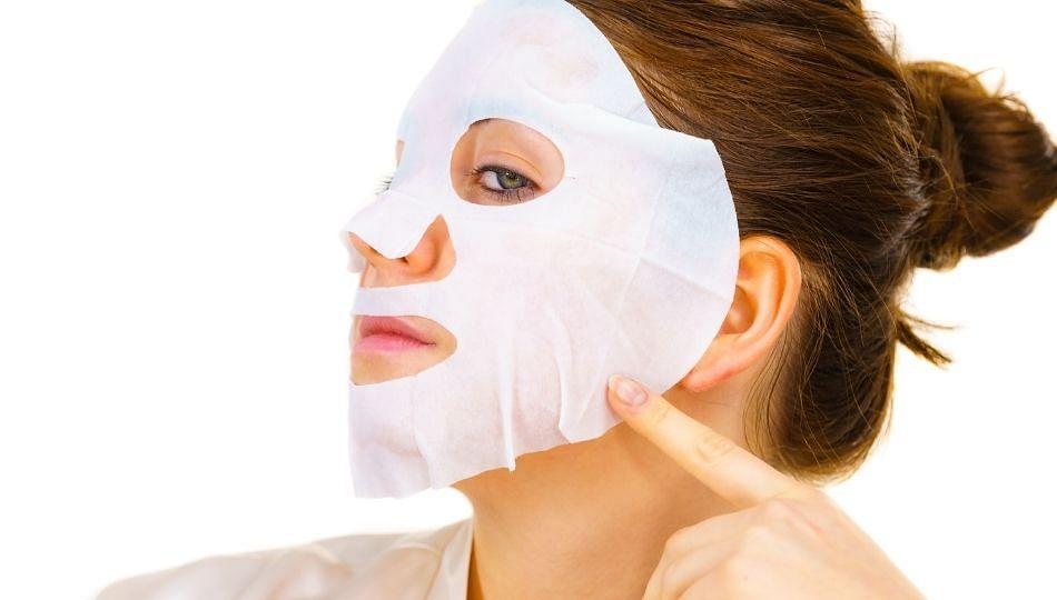 Beauty Tips: ग्लोइंग त्वचा मिळवण्यासाठी घरीच बनवा फेस शीट मास्क