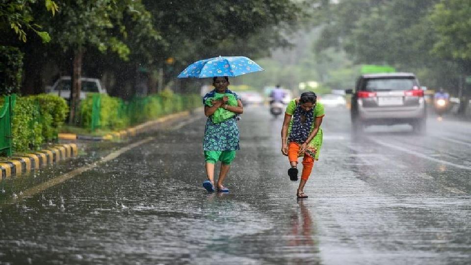Monsoon | मुंबईत पडला अवकाळी पाऊस...
