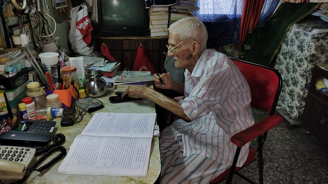 संस्कृत मधील चारही वेदांचे भाषांतर करणारा 99 वर्षाचा अवलिया...