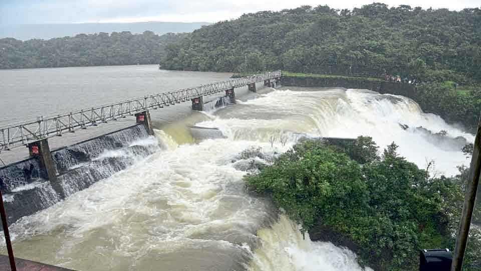 पंचगंगा नदीला पुर; कोल्हापूर - रत्नागिरी राज्य मार्गावरील वाहतूक बंद