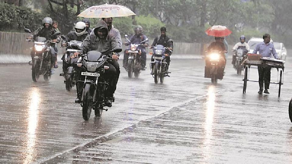 मुंबई-पुण्यात विजांच्या कडकडाटासह मुसळधार  पाऊस