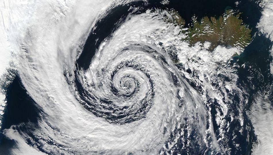 चक्रीवादळाच्या पार्श्वभूमीवर हवामान खात्याचा दक्षतेचा इशारा