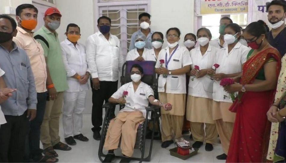 नर्स डेचे औचित्य साधत परिचारिकांनी केले रक्तदान शिबिराचे आयोजन