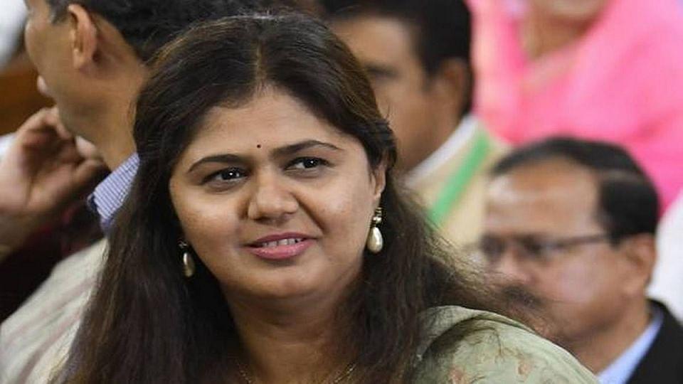 गोपीनाथ गडावरील पोस्टरवरून कमळ गायब; आज महाराष्ट्रात राजकीय भूकंप?