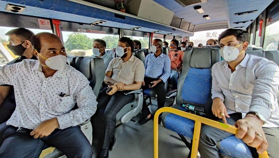 रींग रोडच्या पाहणीसाठी खासदार शिंदेनी केला बसने प्रवास