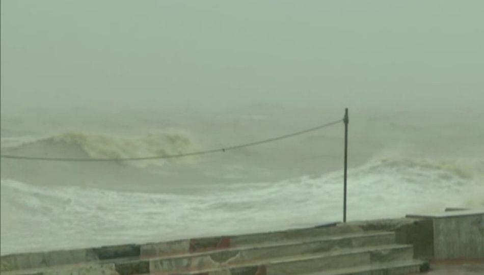 Cyclone Yaas : पश्चिम बंगाल, ओडिसाच्या किनारपट्टी भागात यास'चे थैमान सुरू