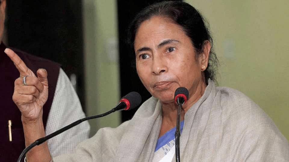 पश्चिम बंगालचे नाव बदलावे ममता बॅनर्जी यांची मागणी