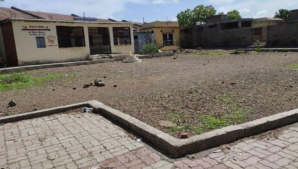 लातूर मनपाचे विद्यालय बनले तळीरामचे मद्यालय...