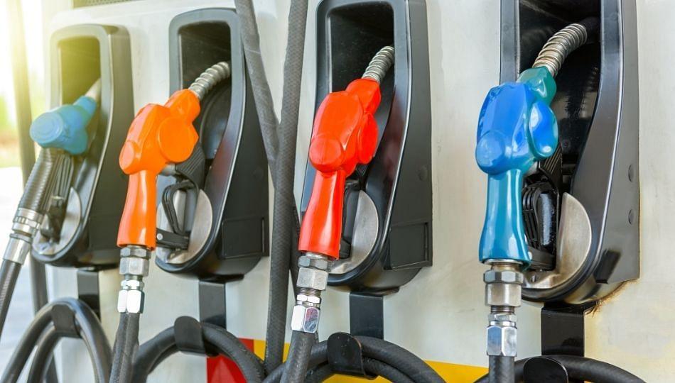 पेट्रोल, डिझेल, दरवाढीविरोधात काँग्रेसची निदर्शने...