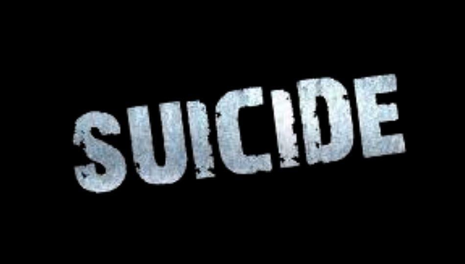 स्वच्छता कर्मचाऱ्याने झाडाला गळफास घेऊन केली आत्महत्या