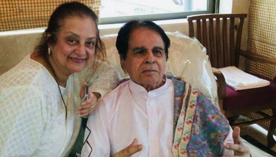 बॉलीवूडचे ज्येष्ठ अभिनेते दिलीप कुमार रुग्णालयात दाखल