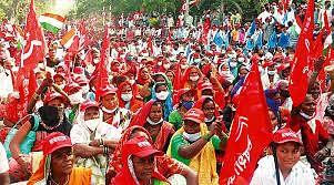 गाजलेल्या शेतकरी आंदोलनाची संपूर्ण कहाणी! मुंबईत धडकलेल्या शेतकऱ्यांच्या लाल वादळाचं आंदोलन तापतं तेव्हा...