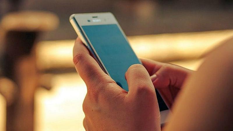 या स्मार्टफोनमध्ये व्हायरस पसरवून कोट्यवधींची कमाई, चिनी कंपनीचा पर्दाफाश
