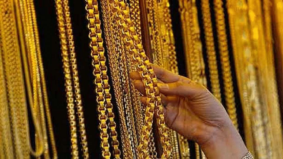 ऐन सणासुदीच्या काळात सोन्या-चांदीच्या भावात घसरण
