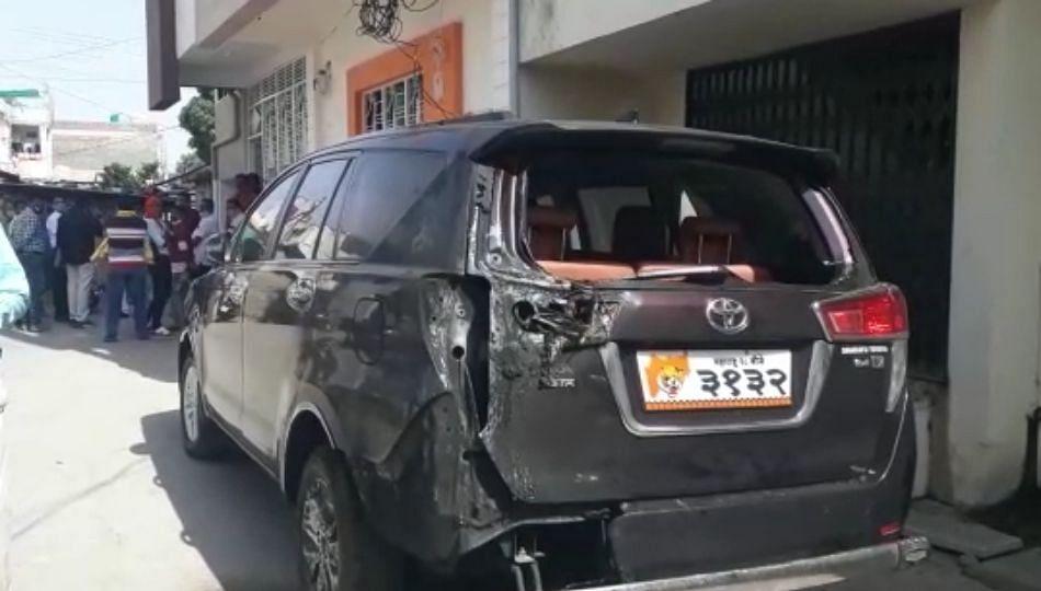 आमदार संजय गायकवाड यांची गाडी पेटवण्याचा प्रयत्न..(पहा व्हिडिओ)