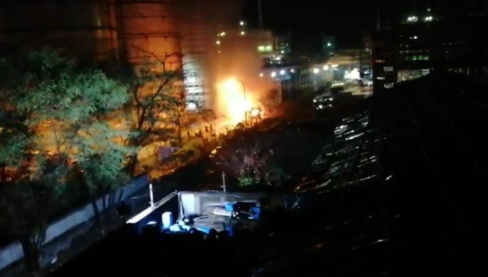 कंपनीच्या अल्कोल टँक परिसरात आग लागल्यामुळे नागरिकांन मध्ये घबराट